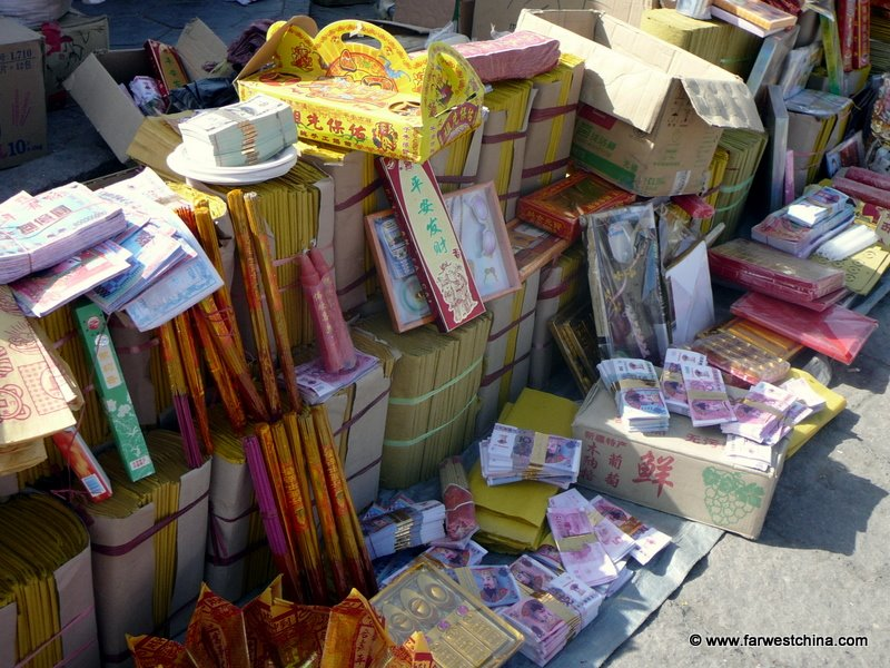 Wares sold during China's Tomb Sweeping day