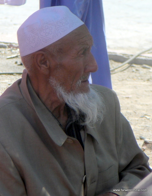 An elderly Hui Muslim wearing his white hat