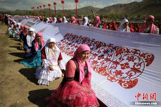 Xinjiang boasts the world's longest Kazakh tablecloth