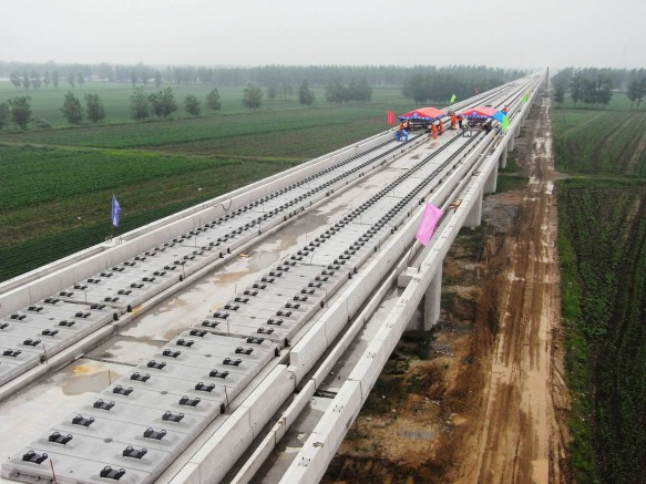 Construction of the Lanzhou-Urumqi high speed rail line