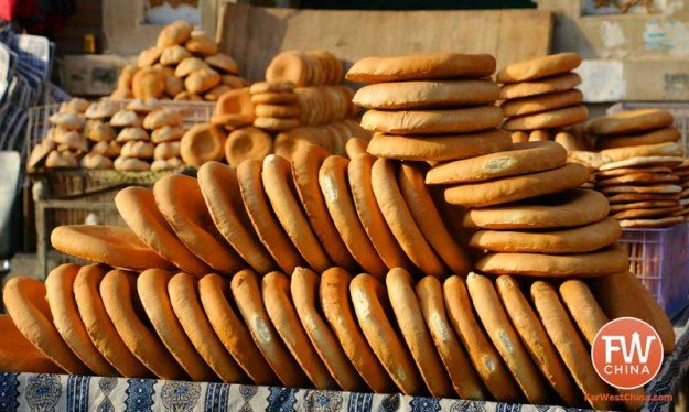 Uyghur bread stacked along a Turpan street in Xinjiang | Best Uyghur food