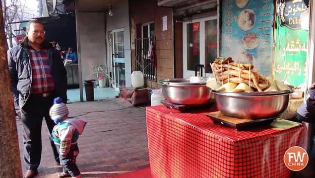 Eating Uyghur Lamb Intestine in Xinjiang