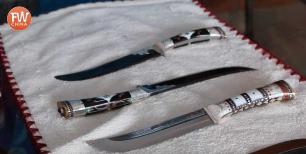 Mehmet's hand-made Yengisar Knives in Xinjiang