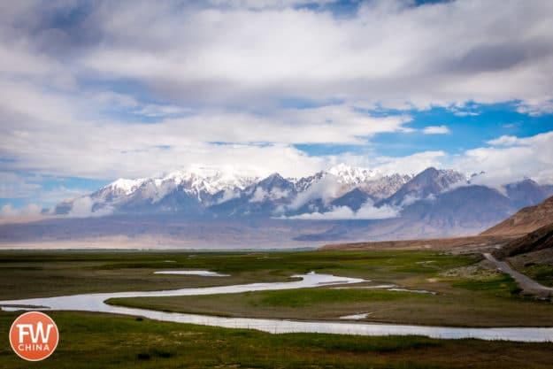 The Taheman (塔合曼) grasslands along the Karakoram Highway in Xinjiang, China