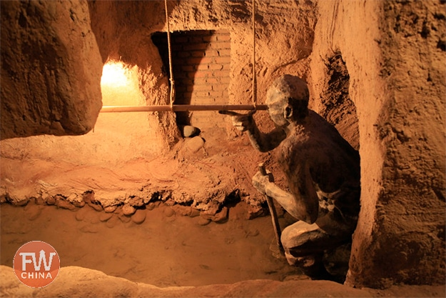 A primitive Uyghur level used to build the karez in Turpan, Xinjiang